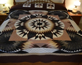 "Amish Diamond Compass Star King Quilt, 107""x 118"""
