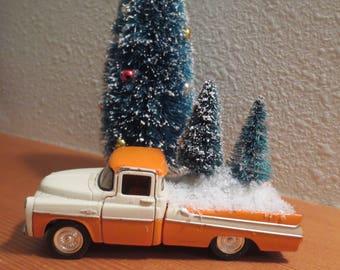 "Vtg Metal Truck Carrying two Sisal Bottle Brush Trees / 1957 Chevy Ready for Delivery / orange white chippy paint / 5"" truck shelf sitter"
