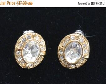 On sale Elegant Vintage Rhinestone Pierced Earrings, Gold tone (D11)