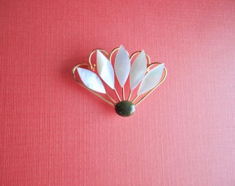 Vintage Gold tone MOP and Jade Flower Brooch/ Pendant. Mint
