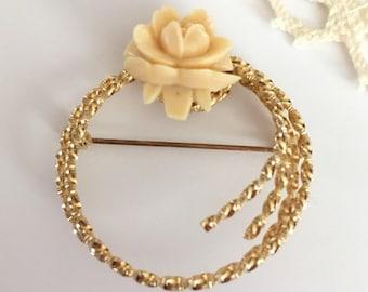 Vintage Early Plastic Angelskin Flower Goldtone Wreath Pin Brooch