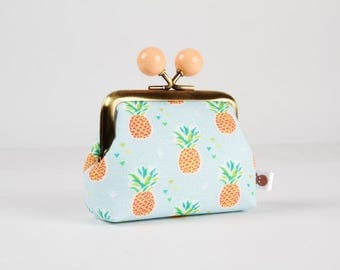 Metal frame coin purse with color bobbles - Little pineapples on blue - Color mum / Tropical fruits / mint green peach orange