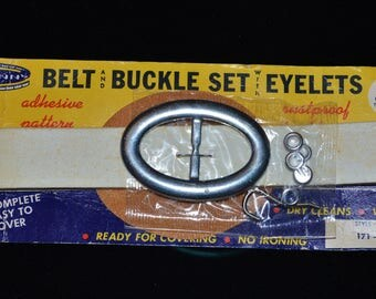 VINTAGE new on caaard Belt and Buckle Set Kit by Penn Sewing Craft Supplies Life Magazine