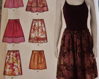 SIMPLICITY SKIRT PATTERN  No. 2606  Size H5  -  includes sizes 6, 8, 10, 12, 14-  5.00