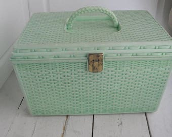 Vintage Wil-Hold Wilson Sewing Case Mint Green 2 Shelves