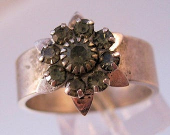 SALE & FREE SHIPPING Vintage Flower Ring Size 8.5 Silver Plated Rhinestone Costume Jewelry Jewellery
