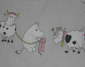 SUPER SUMMER Moomin cotton fabric, Pet Moomin. Farm. Cow. Moomins. Grey, pink. Finlayson.