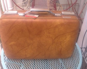 SALE Vintage American Tourister tan brown briefcase. Vintage suitcase. Travel. Suitcase. Vintage travel.