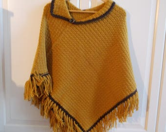 MUSTARD-COLOURED MERINO WOOL PONCHO