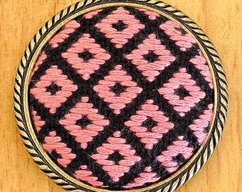 Japanese Kogin Brooch Kit Beginner, Embroidery DIY Kit, Japanese Embroidery Kit, Hand Kogin Traditional Design, Embroidered Brooch, ek266