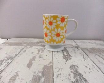 Vintage Coffee Mug Ceramic Pedestal Daisies Flowers White Yellow Orange Retro Kitchen Kitsch