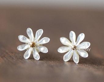 8pcs White Mother of Pearl Shell Daisy Flowers 10mm, Center Drilled Through for Earrings  (#V1308)