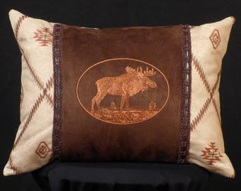 New Embroidered Majestic Moose Pillow for Western, Cabin, or North Woods Decor New 12 x 16 — Item 226