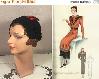 Anniversary Sale 35% Off An Arrow Through Her Heart - Vintage 1930s Black Felt Calot Hat w/Red Dart Shaped Feathers