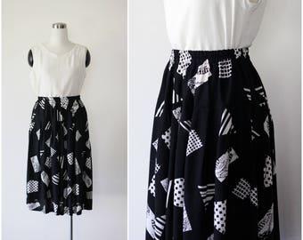 on SALE. 1980s black skirt, silky rayon skirt, summer skirt, pleated skirt, printed skirt M L