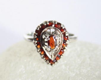 Garnet ring. Sterling silver ring.  UK size L. US size 5.75.  Vintage jewellery