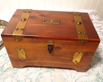 Vintage Cedar Wood Box  -  Red Cedar Wood Jewelry Chest  -  17-374