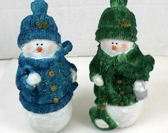 "2 pc Resin Christmas Snowmen table Decor Set 7"" Wreath tabletop centerpiece blue and green"