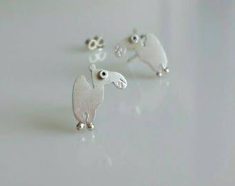 Camell stud earrings
