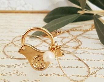 Dove necklace, Gold Bird necklace, Bird jewelry, Gold Dove Necklace ,Dove of Peace Necklace, Dove Bird Gold Necklace, Meaningful Jewelry