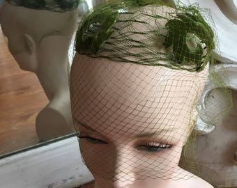 Vintage 1960s Green Velvet Fascinator Hat