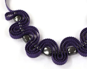 Violet ribbon necklace with anthracite beads