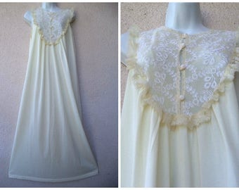 """1970s Long NIGHTGOWN. Ivory Nightgown. Modest Nightgown. High Neckline. Lavish Lace Trim. Romantic Nightgown. Honeymoon Lingerie. M 40"""" Bust"""