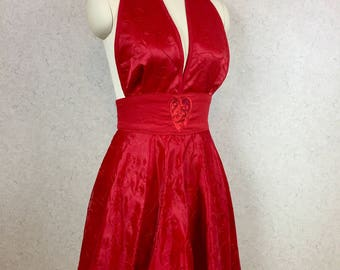 The Red Queen Valentine's Apron - Plus Size