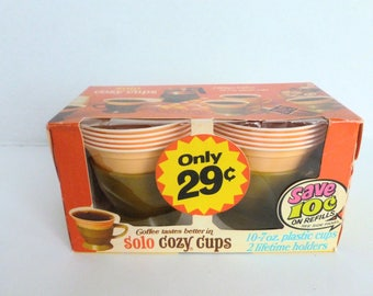 Solo Cozy Cups Avocado Green Holders with Yellow Plastic Cups New Old Stock Deadstock Original Packaging