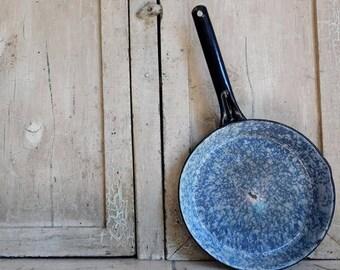 Vintage Blue and White Enamelware Frying Pan, Blue Swirl, Mottled Splattered