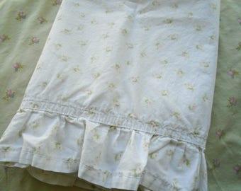 Sweet Shabby Ruffled Pillowcase / Pink Rose Bud Pillowcase / Faded Pink Roses / Pink Rose Bedding / Girls Bedding / Shabby Chic Bedding