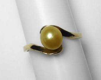 South Sea Golden Keshi Pearl Ring in Gold, 7.3 x 6.6 mm