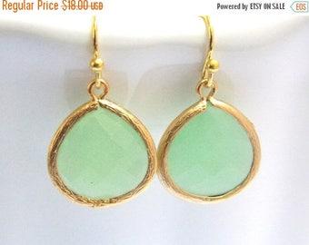SALE Gold Mint Green Earrings, Glass Earrings, Light Green, Pistachio, Bridesmaid Jewelry, Bridesmaid Earrings, Bridal Jewelry, Bridesmaid G