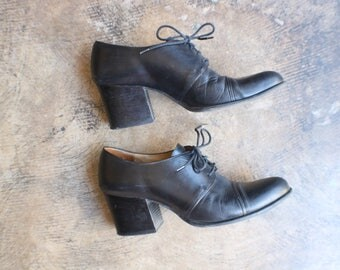 Size 8 1/2 Black Leather Booties / Women's Heeled Loafers / Vintage Lace Up Shoes