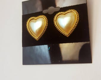 Pearly Gold-Toned Heart Costume Earrings (1 pair)