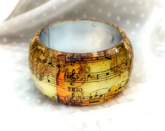 Music Notes Resin Bangle  Gold Flakes. Classical Golden Composition of Mozart symphony 40. Statement bangle. Resin bracelet original design