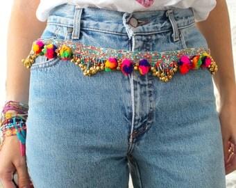 ceinture perles, pompons hippie