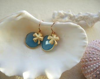 Blue Agate Earrings, Bezel Earrings, Clover Earrings, Gem Stone Earrings, Round Bezel Earrings, Jewelry Gifts For Her, Lucky Clover Charm