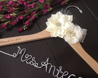 Bride hanger, Wedding hanger, custom wire hanger, bridal hanger, bride gift, bridesmaids gift, custom made hanger