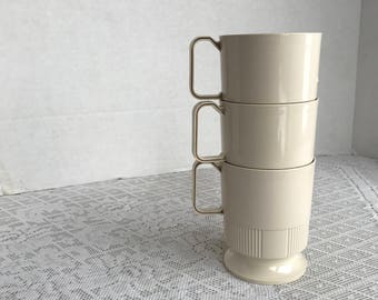 Vintage Beige Stacking Mugs / Plastic Stacking Coffee Cups by Sweetheart