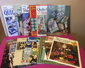 Lot of 12 Leisure Arts American School of Needlework & Other Quilt Patterns Seasonal Rugs Kitchen Pillows Christmas