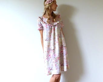Romantic dress in viscose in tones pastels