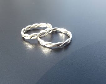 Twisted sterling silver band ring
