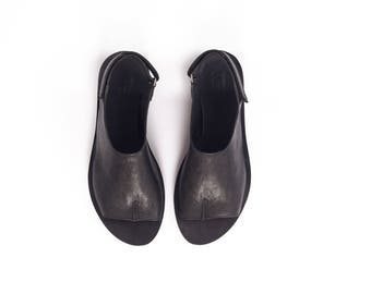 Half Tabi Opened Toe Sandals, Black