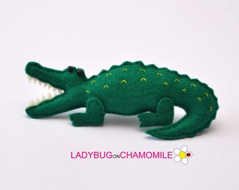 Felt SALTWATER CROCODILE, stuffed felt crocodile magnet or ornament, Salwater Crocodile toy, Australian animals, Nursery decor, Aussie,