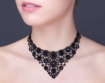 Necklace in black guipure with crystal pastes of Swarovski.
