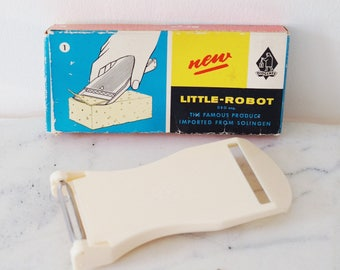 Vintage Little Robot Slicer Peeler in Original Box. Vintage Kitchenware