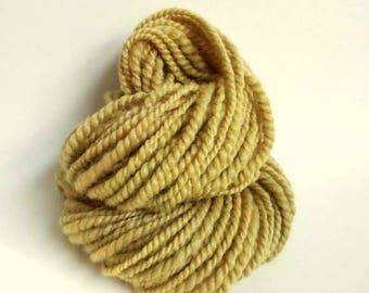 Handspun chunky wool, handspun gotland yarn, bulky / chunky yarn knitting yarn / wool, golden yellow / straw thick yarn