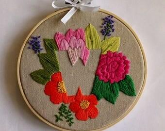 Custom Letter Embroidery Hoop, Hoop Art, Personalised Letter Hoop Gift, Custom Initial Gift, Hand Embroidered Flower Gift