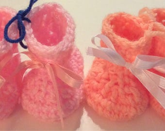 Crochet baby booties / boots / newborn / shoes / socks / infant booties with ribbon / baby shower/ socks